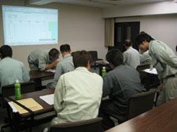 17.教室に戻り、試験結果をもとにデータ整理。