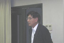 20.司会進行を担当した当組合 生産販売部会 副会長 鈴木行夫。